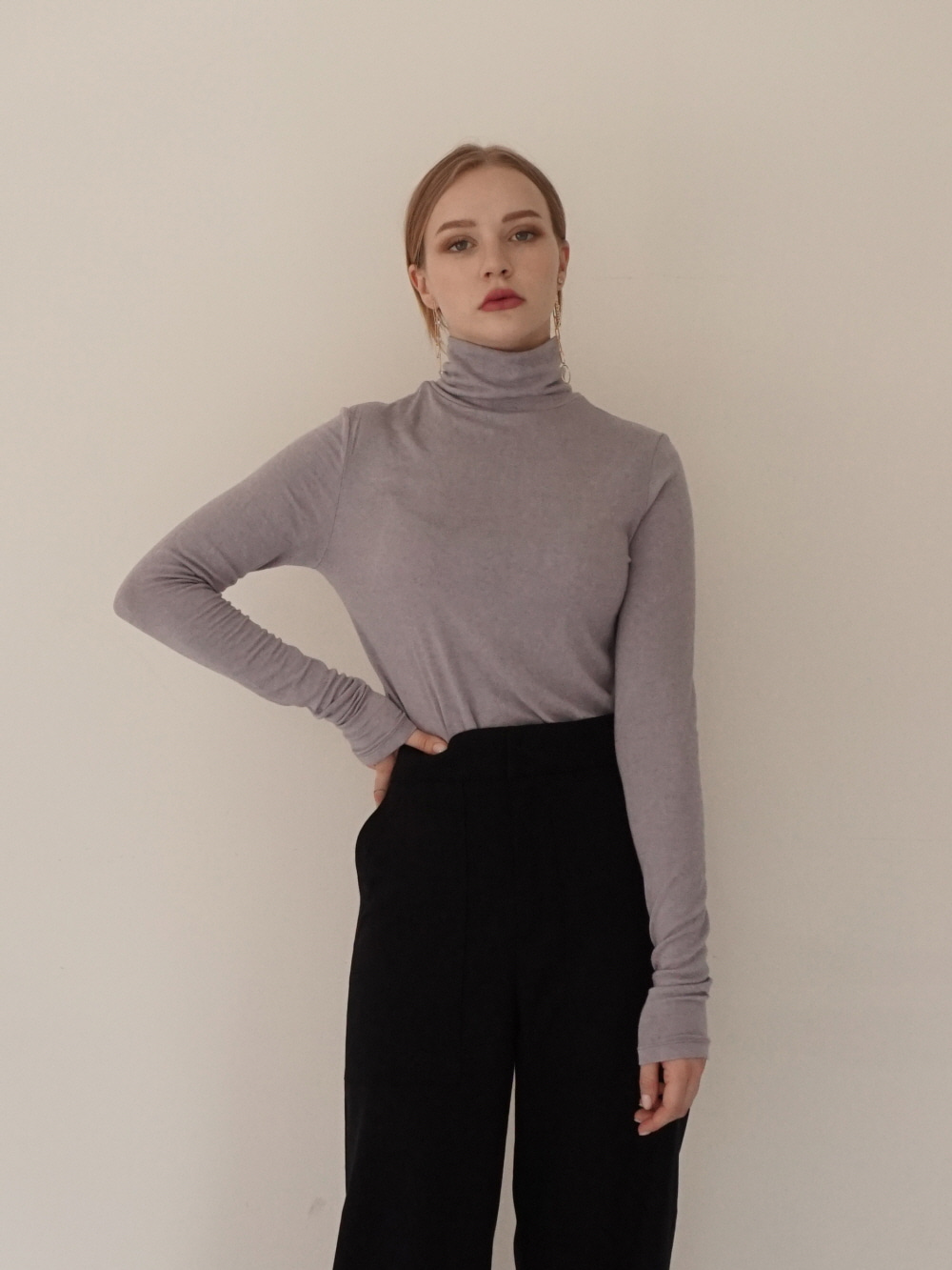 BASIC WOOL TURTLENECK TOP